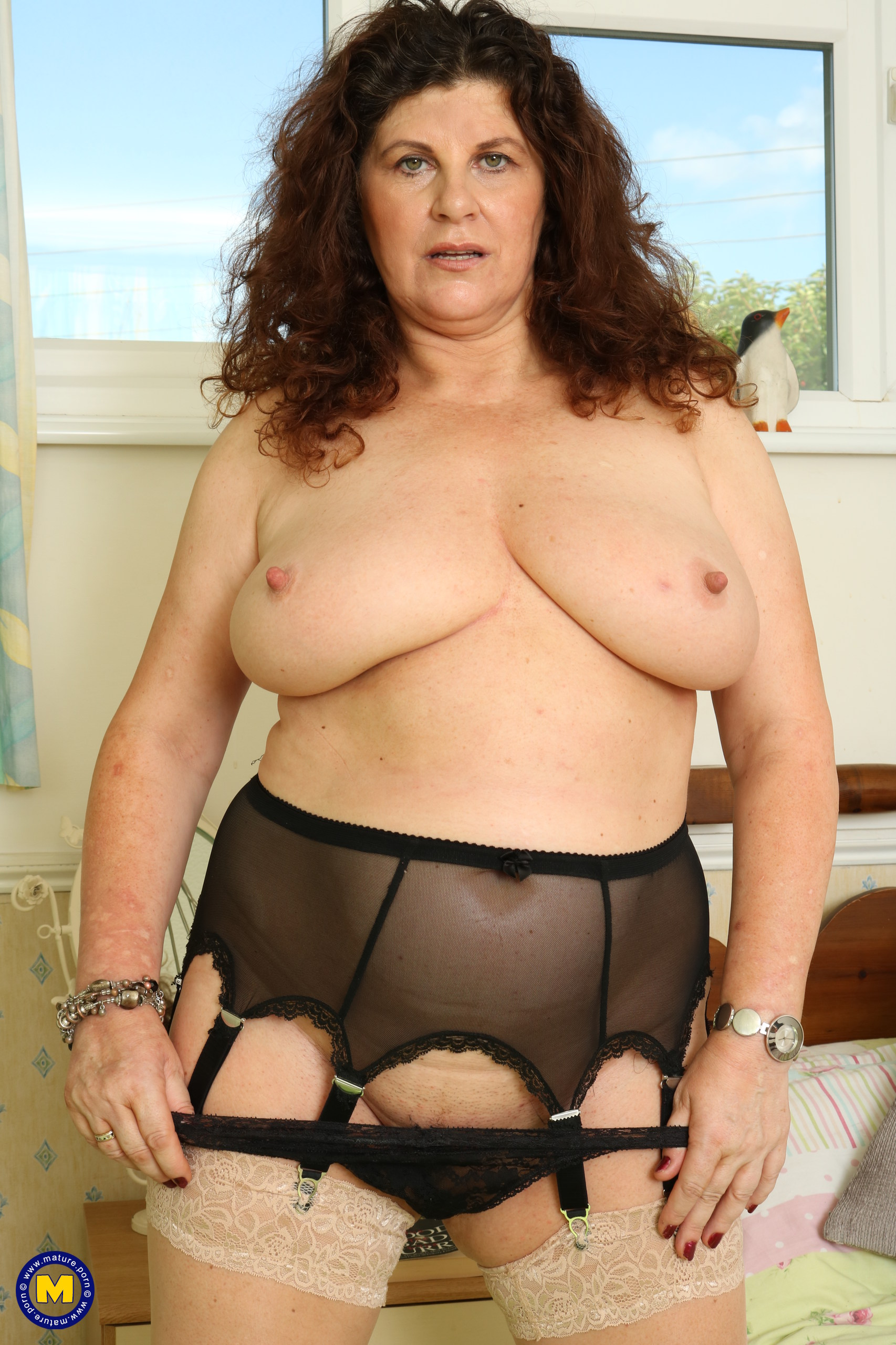 Curvy hefty jugged Brit housewife finger-tickling herself