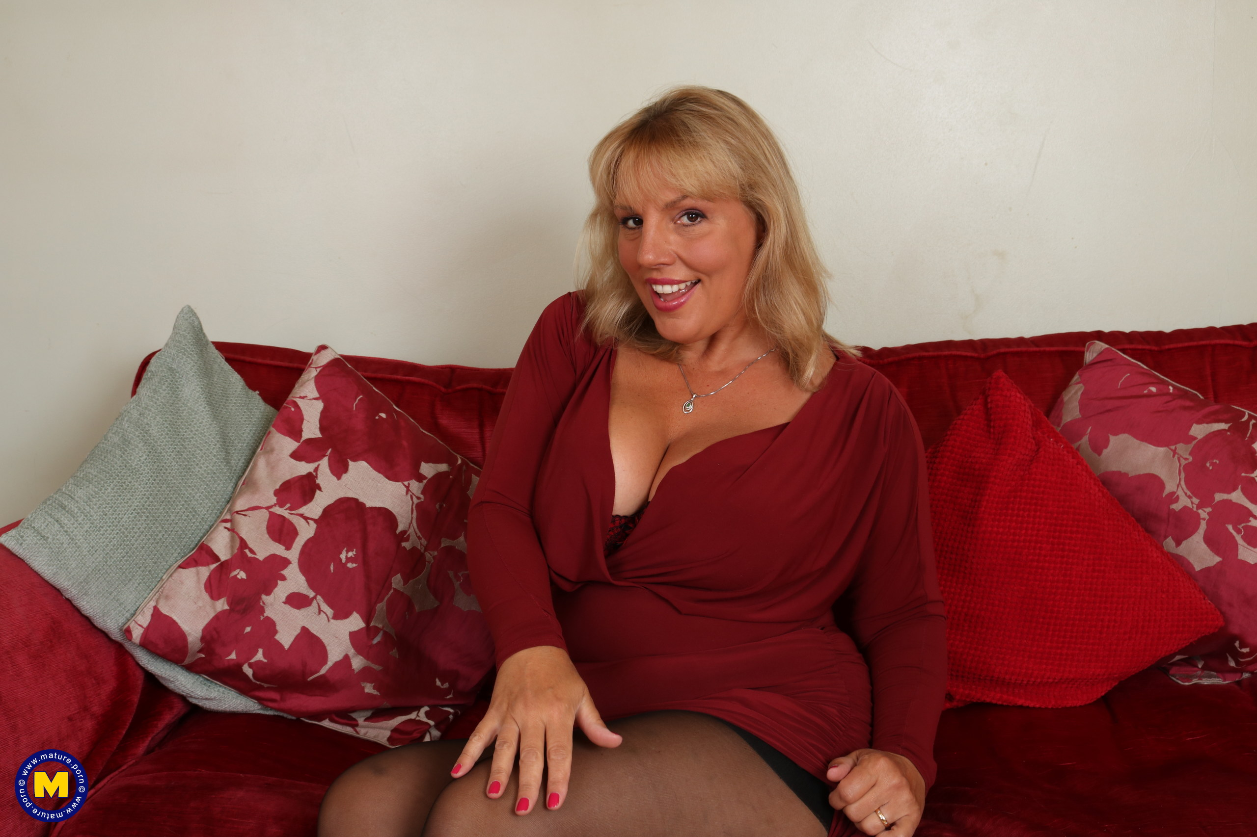 Steamy Brit housewife demonstrating off her sloppy mind