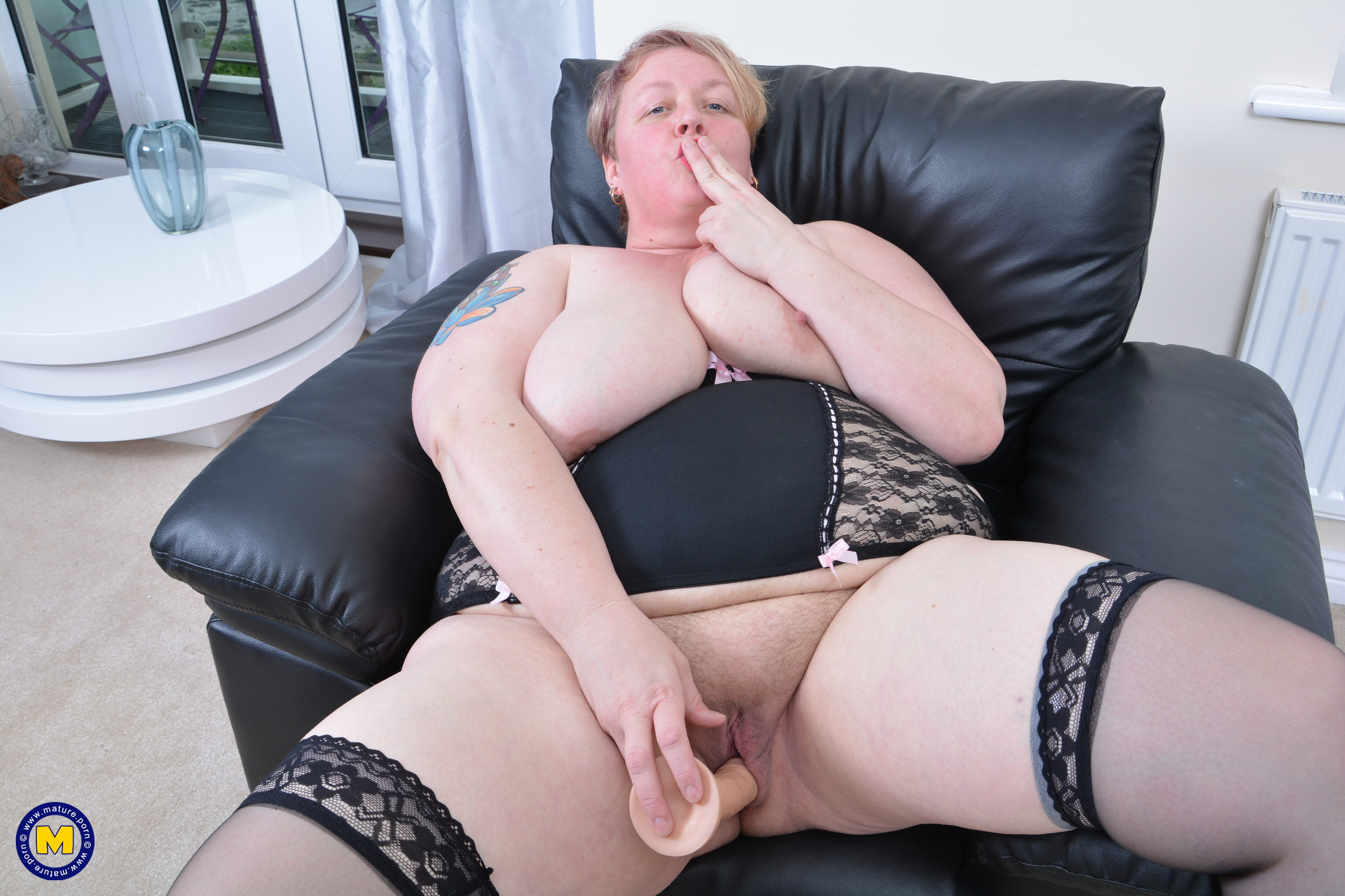 Brit BBW loves getting raw and mischievous