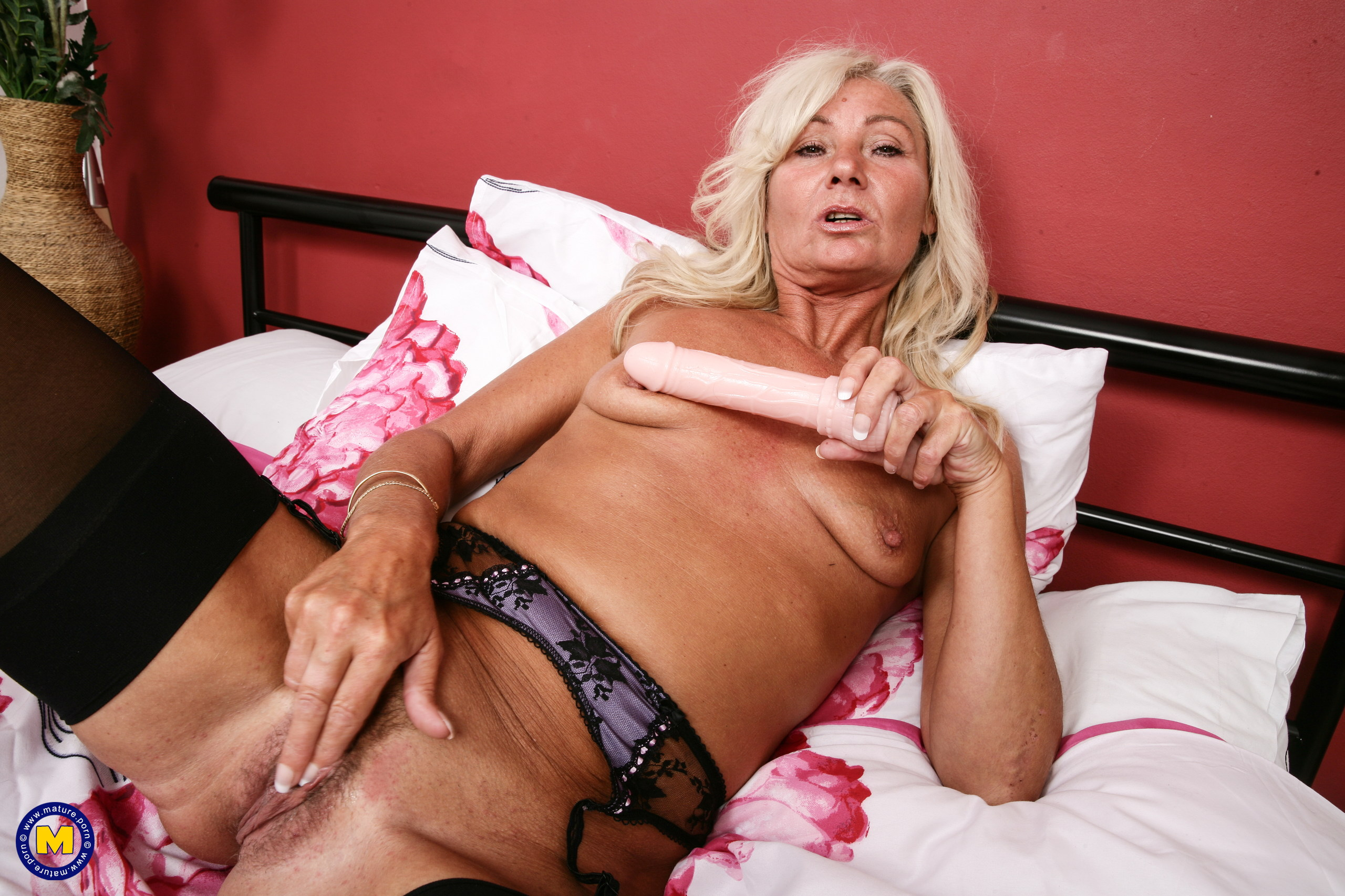Nasty housewife from the uk playing with herself