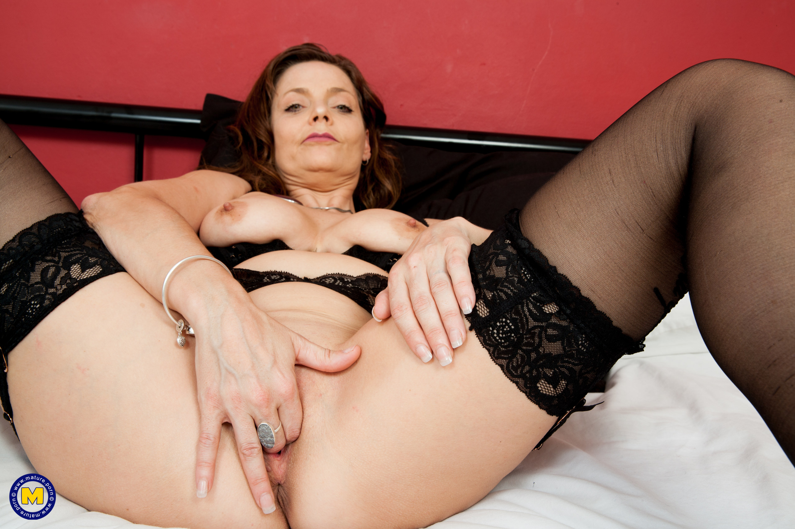 Naughty super hot Brit housewife toying with her poon