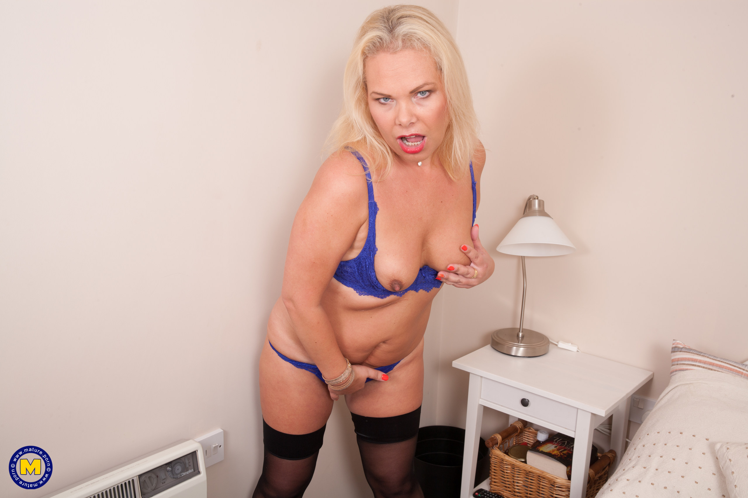 This Brit housewife enjoys to play alone